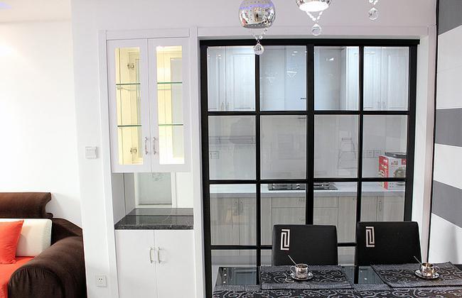 最新成都家庭装修简单风玻璃移门厨房隔断材料